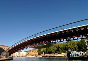 Un ponte nel blu