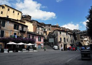 la piazza Vignanello