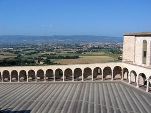 Oltre il porticato… la verde Umbria