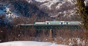 un treno nella neve