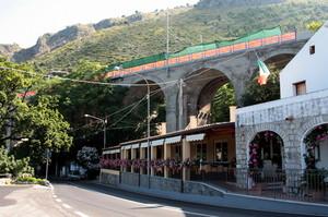 ponte della vecchia ferrovia costiera a Maratea