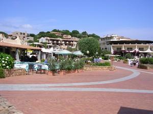 La piazzetta di Baja Sardinia