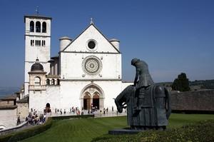 Piazzale antistante la Basilica di S. Francesco di Asssisi