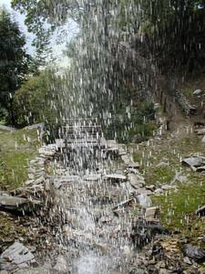 Ponte oltre la cascata di Balma Boves