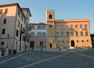 La piazza del comune  a Magione