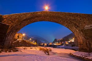 Ponte nella notte