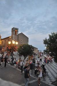 Piazza con vista su Etna a Taormina
