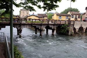 ponte di accesso alla frazione di Borghetto