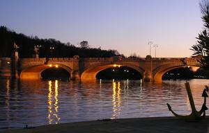 Ancorato al fondo… Torino, Ponte Umberto I