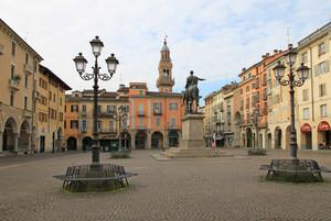 Piazza Giuseppe Mazzini a Casale Monferrato