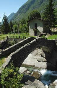 Vecchio ponte in Val Masino