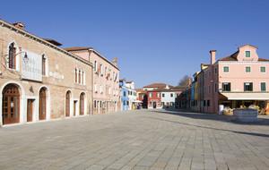 La piazza centrale di Burano