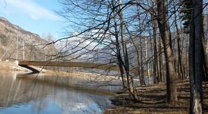 Trasaghis, ponte su lago di Cavazzo