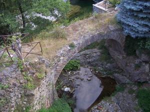 Tre metri sopra il ponticello