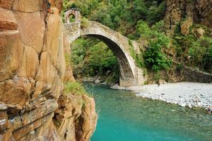 Inquadratura insolita del Ponte del Diavolo