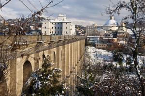 la neve sul ponte
