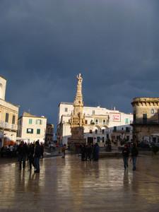 Sant'Oronzo sotto la pioggia