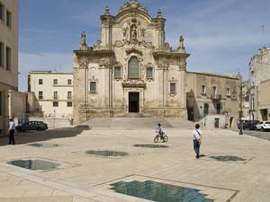 piazza sulla chiesa ipogea di S Pietro e Paolo
