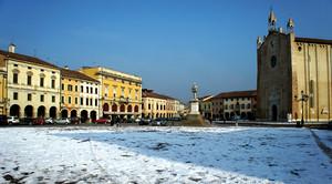 Ce' la neve in piazza…