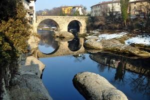 ponte vecchio sul fiume Brembo