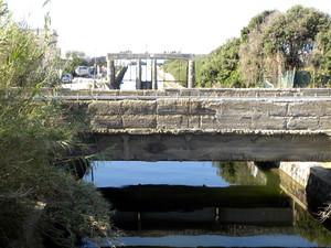 """Il ponte della ferrovia Cumana sulla """"Foce di Mezzo"""" del lago Fusaro"""