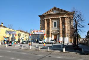Piazza Cavour – preparativi per la Festa