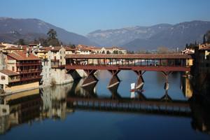 Ponte Alpino o Alpini a ponte?