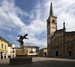 La piazza e il monumento