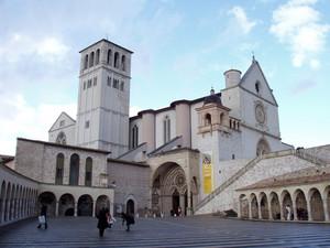La piazza della Basilica Inferiore