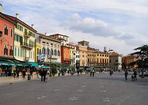 Verona – Piazza Bra e i suoi colori…