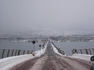 insolita prospettiva del ponte di Caprera