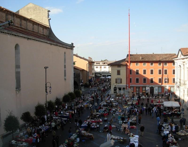 Cividale del friuli piazza duomo il mercato for Piazza del friuli