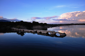 Il Ponte Romano di Fertilia al tramonto