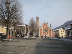 Sampeyre, Piazza della Vittoria