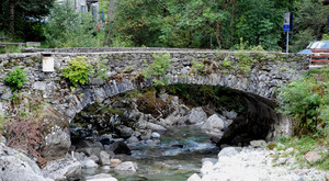 Ponte in pietra e sassi
