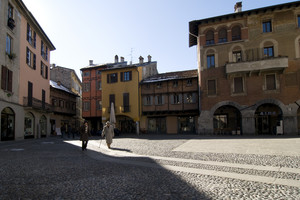 Piazza San Fedele – Le Case Medioevali