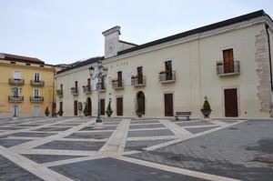 Piazza dei Martiri col Palazzo di Città