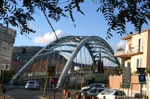 Un ponte azzurro