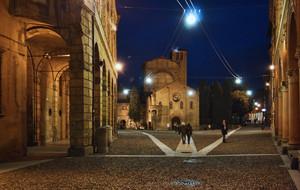Piazza S. Stefano notturna