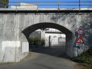 ponte ferroviario basso e stretto