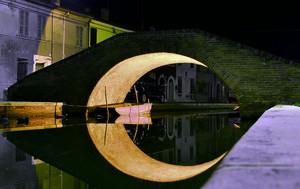 la luna di Comacchio…