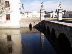 Passariano, Ponte ingresso Villa Manin