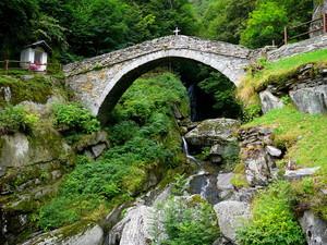 Il ponte sul torrente Manda