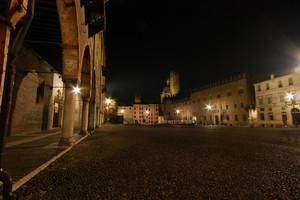 Piazza Sordello ore 23.15