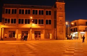 La stornarese Piazza Giacomo Matteotti sul far della sera