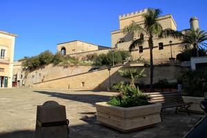 Piazza Umberto I-il castello
