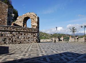 Accesso all'antico borgo