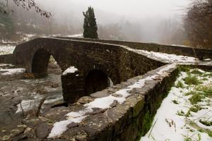 Il ponte di Cerbaia  tra la neve e  la nebbia mattutina
