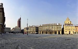 Una piazza un Castello