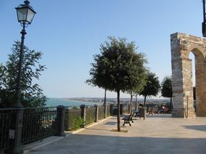 Piazza e terrazza sul mare